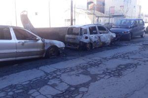Adrano, tre auto in fiamme in via D'Annunzio: incerta la matrice del rogo
