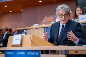 """Vaccino, Breton: """"A fine marzo 100 milioni di dosi all'Unione Europea. Stati membri accelerino politica vaccinale"""""""