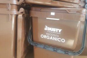 Paternò, kit per il servizio di raccolta rifiuti: da domani Dusty distribuisce avvisi per ritiro
