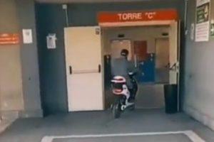 Catania, avviso orale per il 29enne con lo scooter dentro l'ospedale: era ricoverato