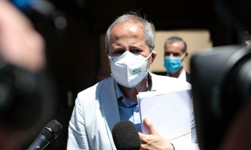 """Covid, Crisanti: """"Decisione Ema su AstraZeneca mette in pericolo piano di vaccinazione in Italia. L'Agenzia non può lavarsene le mani"""""""