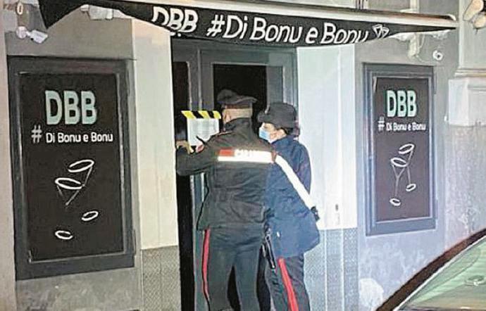 """I Carabinieri del Nucleo Radiomobile del Comando Provinciale sono intervenuti stanotte presso il pub """"Di bonu e bonu"""", sito in via Sangiuliano, per garantire l'osservanza delle disposizioni anticovid da parte di avventori ed esercente."""