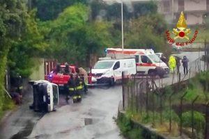 Acireale, in via Ispica urta con auto la colonnina di gas: Vigili del Fuoco mettono in sicurezza l'area